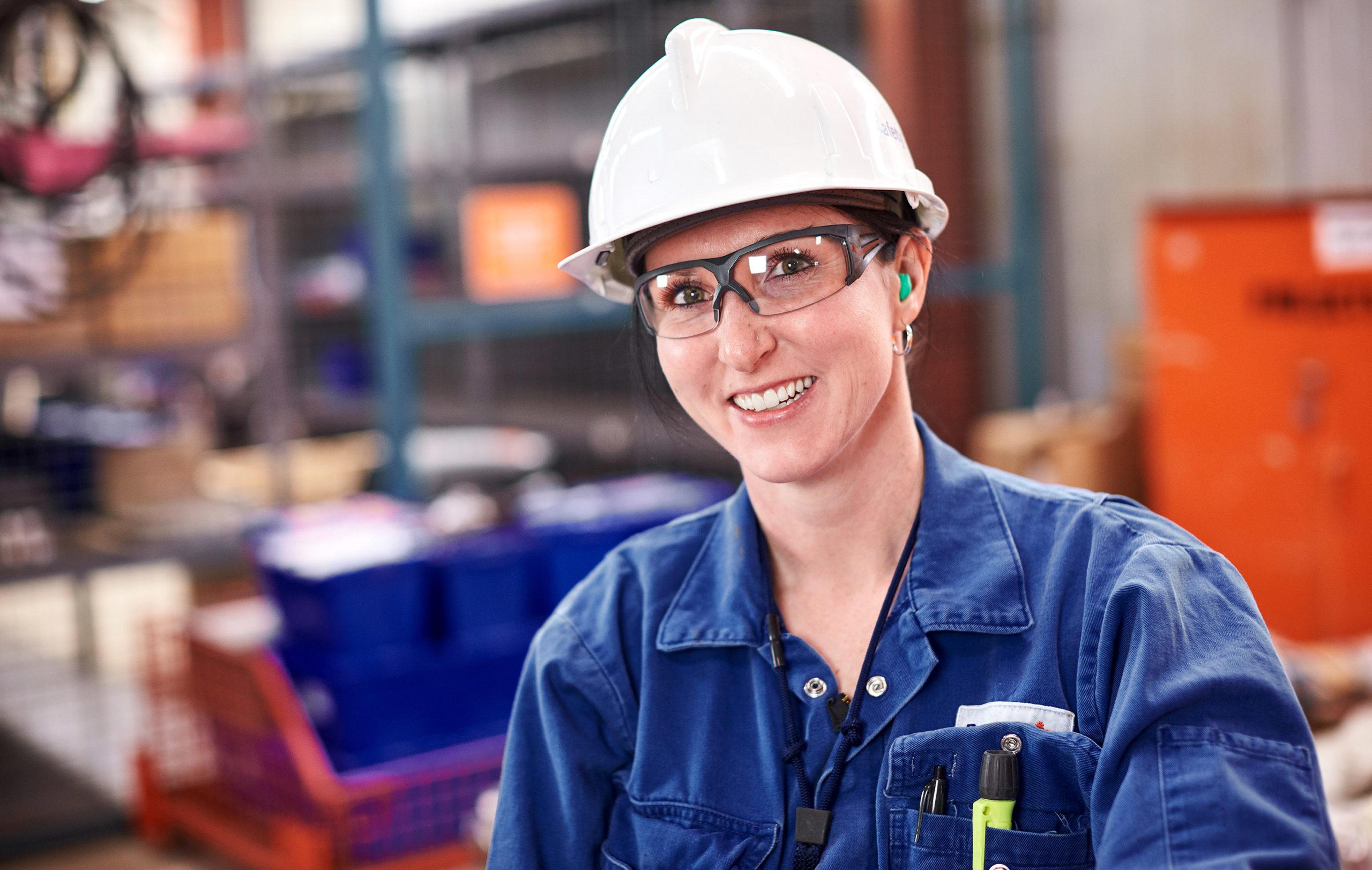 employee in white hard hat